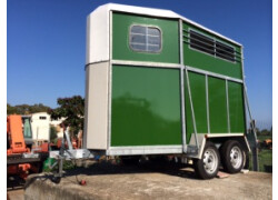 Rimorchi,trailer e carrelli per l'equitazione